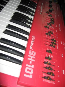 Roland SH-101 in red